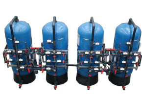 Demineralizzatore in duplex alternato. Demineralizer in alternate duplex with hourly flow of 10 mc/h.