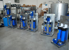 Montaggio di vari osmosi inversa serie ROT EDT. Assembly of various reverse osmosis ROT EDT series.
